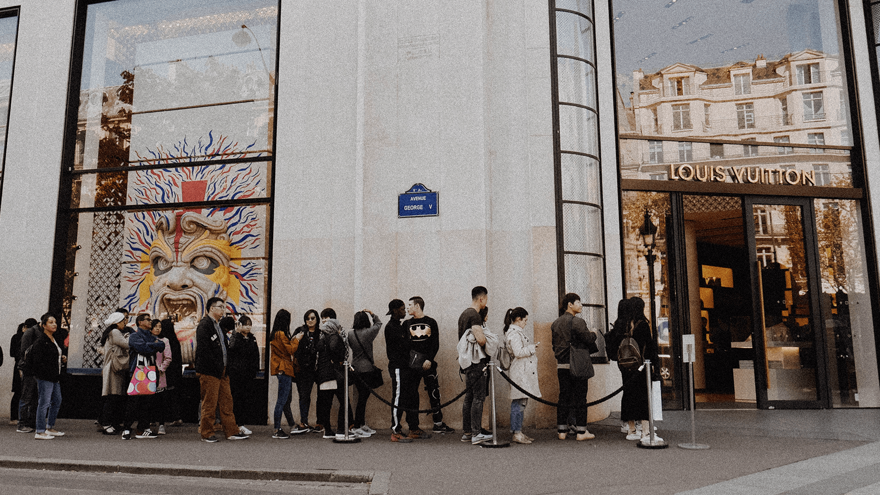 minit-how-to-optimize-order-to-cash-with-process-mining-queue-before-louis-vuitton-store-in-paris